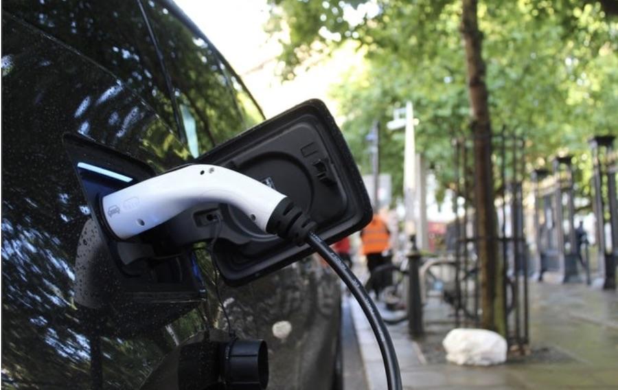 vehículo eléctrico recarga