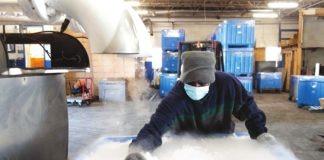 Hielo seco para transportar vacunas